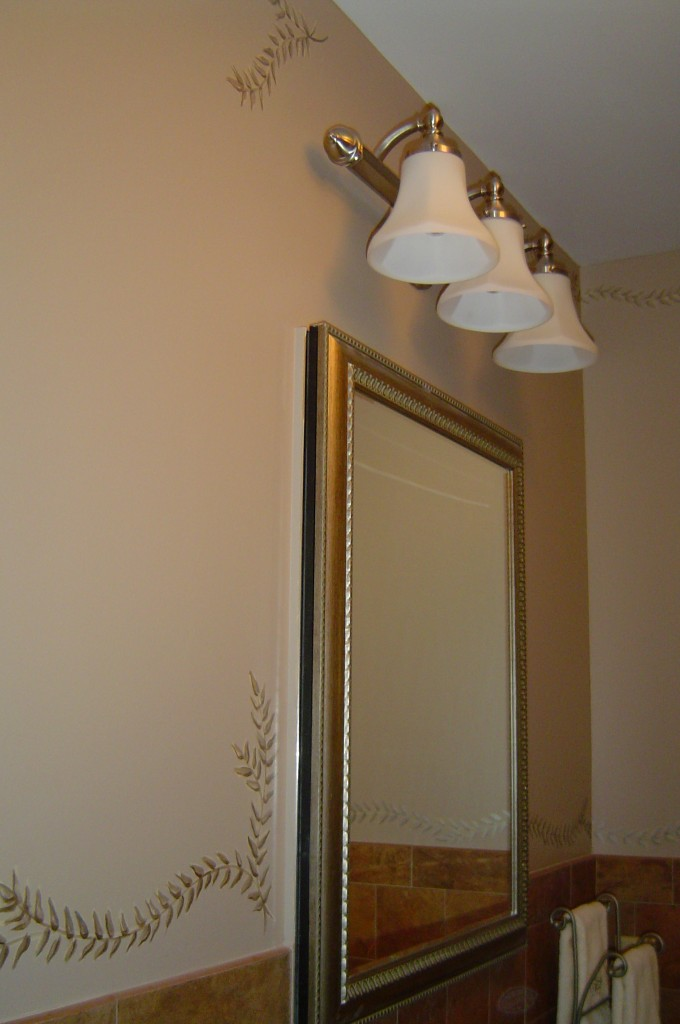 Decorative metallic border painted in bathroom.