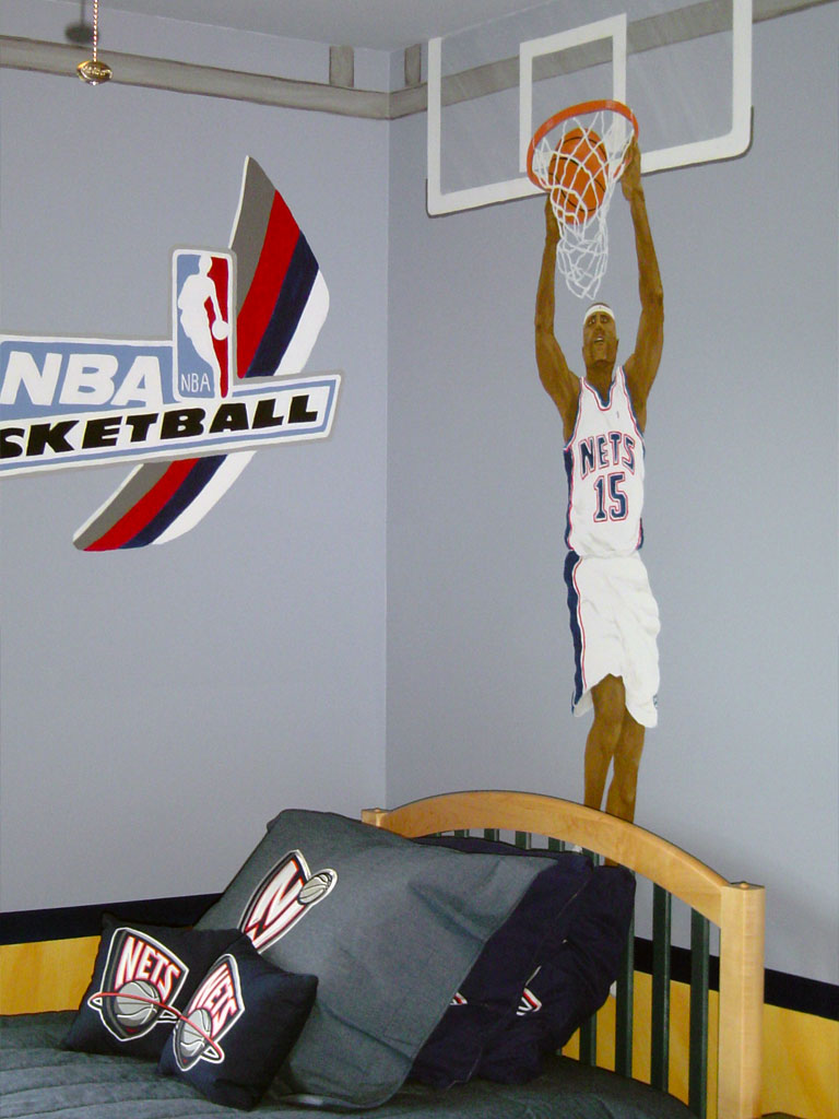 Basketball themed mural painted in boy's bedroom.