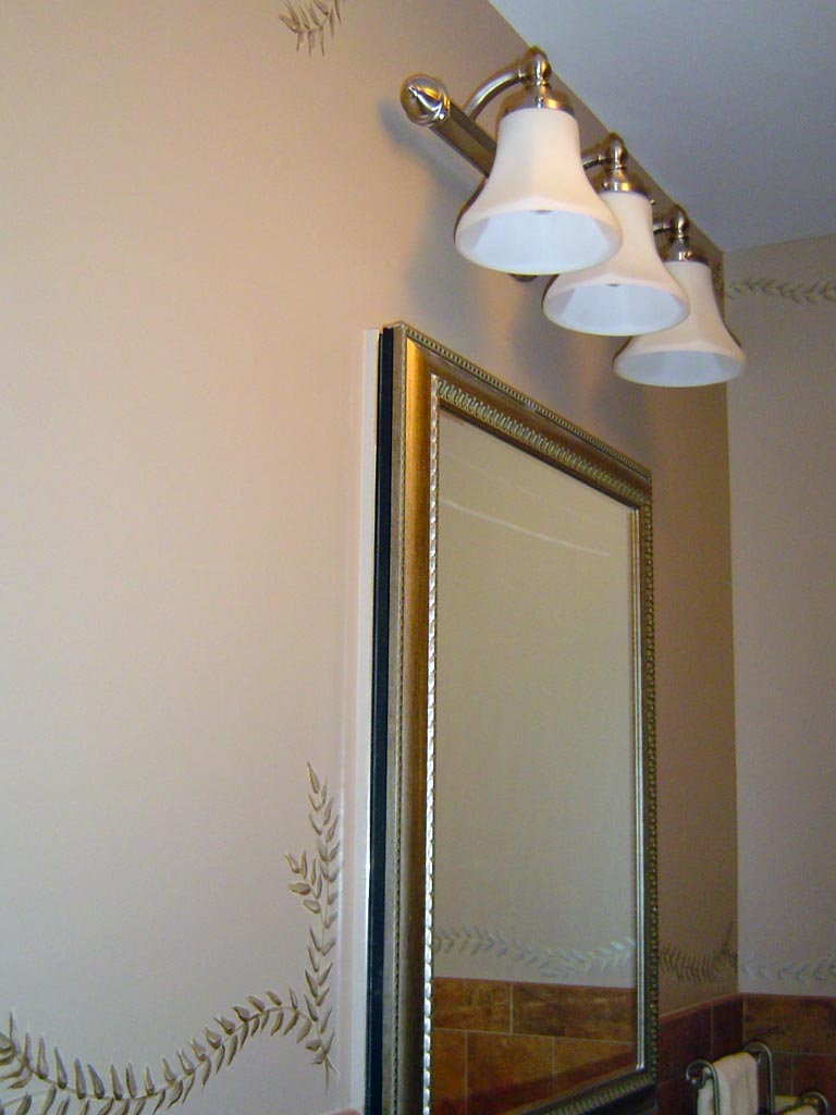 Decorative metallic border painted in bathroom.
