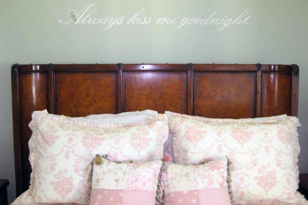 Hand-lettered quote above bed.