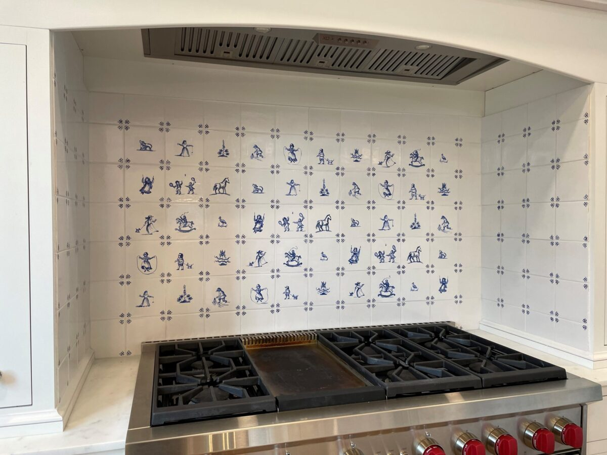 Hand-painted illustrations on delft tiles on focal wall.